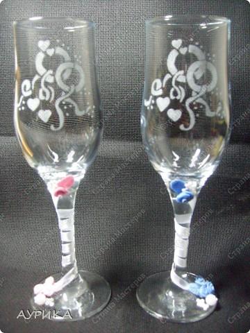 Фужеры были заказаны на свадьбу. Совместная работа  сына и моя. Сын делал гравировку на бокалах, а я украшение и упаковку.  фото 5