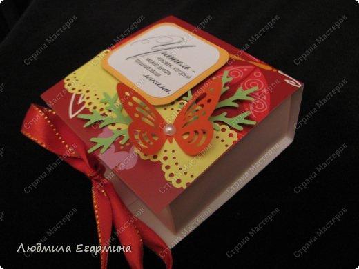 Приближается профессиональный праздник - День учителя. Решила сделать небольшие приятные подарочки - знак внимания своим коллегам и учительнице нашей дочки (она уже в 3 классе учится).  Перед вами пять коробочек-бонбоньерок с конфетками. фото 2