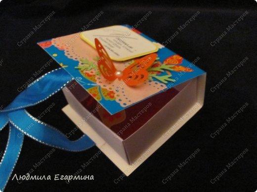 Приближается профессиональный праздник - День учителя. Решила сделать небольшие приятные подарочки - знак внимания своим коллегам и учительнице нашей дочки (она уже в 3 классе учится).  Перед вами пять коробочек-бонбоньерок с конфетками. фото 4