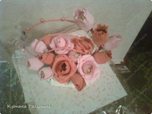 """Подруга заказала для коллеги)) Экстремально быстро сделала за 1 вечер. Мой прогресс в том, что научилась делать цветы так, чтобы конфетки замечательно """"входили"""" и """"выходили""""))) т.е. они не закреплены. фото 2"""