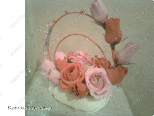 """Подруга заказала для коллеги)) Экстремально быстро сделала за 1 вечер. Мой прогресс в том, что научилась делать цветы так, чтобы конфетки замечательно """"входили"""" и """"выходили""""))) т.е. они не закреплены. фото 3"""