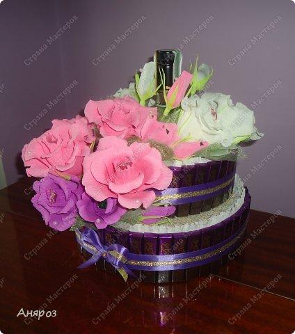 Привет всем! Заказали мне в пятницу торт на воскресенье на свадьбу. Условие было, чтобы были шкатулки  с бутылкой и побольше конфет. Делалось в авральном режиме.  фото 2