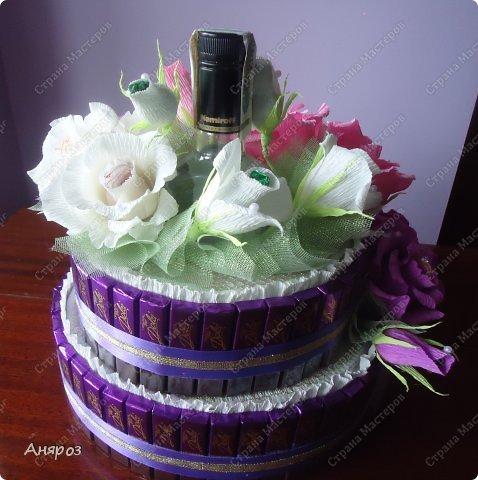 Привет всем! Заказали мне в пятницу торт на воскресенье на свадьбу. Условие было, чтобы были шкатулки  с бутылкой и побольше конфет. Делалось в авральном режиме.  фото 3