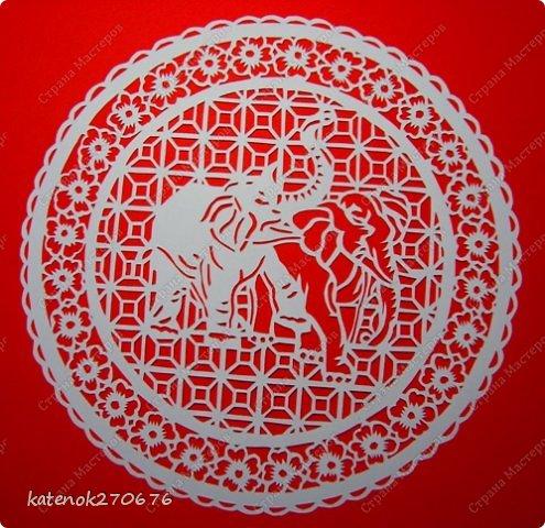 Слон как символ олицетворяет мудрость, силу и благоразумие. Он служит в Индии, Китае и Африке эмблемой царской власти и символизирует качества, необходимые для хорошего правителя - достоинство, проницательность, интеллект, терпение, а также верность, миролюбие, долголетие, процветание, счастье.  В Древней Индии слон - символ священной мудрости, царского достоинства, непобедимой мощи и благоразумия.  В буддизме слон - наиболее почитаемое священное животное, символ духовного знания и стабильности. Белый слон -  символ сострадания, любви, доброты и благоразумия.  У китайцев слон олицетворяет силу, осмотрительность, проницательность, энергию, верховную власть, а также символизирует долголетие, преодоление смерти.  В греко-римской традиции слон является эмблемой мудрости. В представлениях древних римлян слон ассоциировался с победой, а также означал долголетие, бессмертие, победу над смертью.  ( с просторов интернета)  фото 2