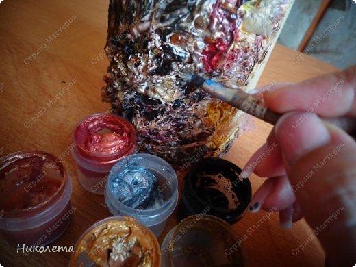 """Всем привет!!!!!!! По просьбе моих дорогих девчонок выкладываю  процесс создания вазочки из бутылки. Нам понадобятся следующие """"ингредиенты"""": 1. бутылка 2. краска белая (для покраски бутылки, любая акриловая или  любая строительная эмаль) 3. салфетка 4. клей ПВА 5. краски """"Гуашь"""" 6. краски акриловые """"Металлик"""" 7. шпатлевка (любая) 8. лак акриловый 9. любой неводный быстросохнущий лак 10. природный материал (сухие растения, листья, семена, колоски, сухие ягоды, любая крупа) 11. кисточки 12. шпатель   фото 28"""