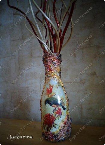 """Всем привет!!!!!!! По просьбе моих дорогих девчонок выкладываю  процесс создания вазочки из бутылки. Нам понадобятся следующие """"ингредиенты"""": 1. бутылка 2. краска белая (для покраски бутылки, любая акриловая или  любая строительная эмаль) 3. салфетка 4. клей ПВА 5. краски """"Гуашь"""" 6. краски акриловые """"Металлик"""" 7. шпатлевка (любая) 8. лак акриловый 9. любой неводный быстросохнущий лак 10. природный материал (сухие растения, листья, семена, колоски, сухие ягоды, любая крупа) 11. кисточки 12. шпатель   фото 38"""