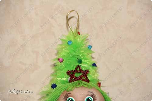 Всем доброго времени суток! Вот и я начала готовиться к новогодним праздникам. Вот решила показать какая елочка у меня получилось дочке в детский садик. Огромное спасибо за МК Наталии Винк.  фото 3