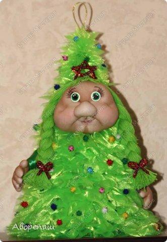 Всем доброго времени суток! Вот и я начала готовиться к новогодним праздникам. Вот решила показать какая елочка у меня получилось дочке в детский садик. Огромное спасибо за МК Наталии Винк.