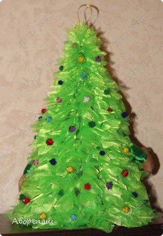 Всем доброго времени суток! Вот и я начала готовиться к новогодним праздникам. Вот решила показать какая елочка у меня получилось дочке в детский садик. Огромное спасибо за МК Наталии Винк.  фото 6