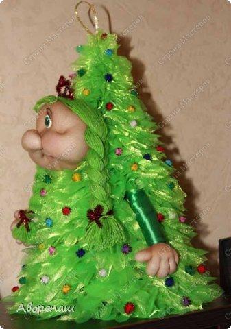 Всем доброго времени суток! Вот и я начала готовиться к новогодним праздникам. Вот решила показать какая елочка у меня получилось дочке в детский садик. Огромное спасибо за МК Наталии Винк.  фото 5
