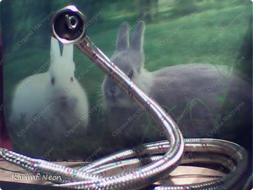 Нужно было по-быстрому сделать змейку. Вот и получилась из гибкой подводки от смесителя.  фото 8