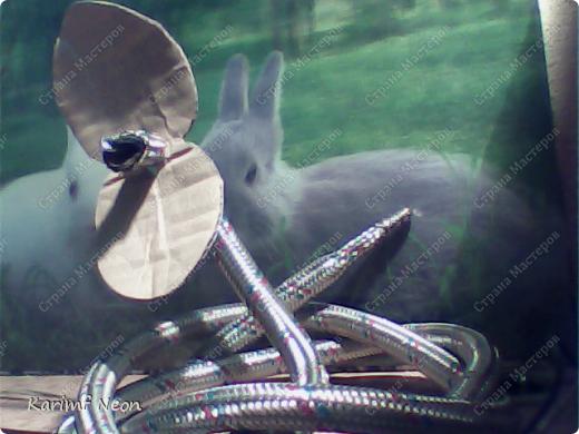 Нужно было по-быстрому сделать змейку. Вот и получилась из гибкой подводки от смесителя.  фото 9
