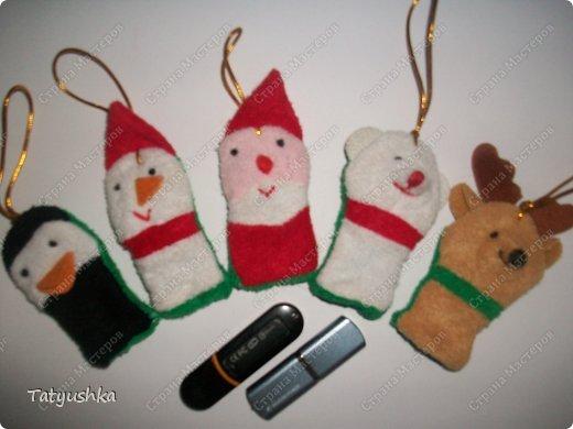 Вот такие чехольчики для постоянно теряющихся флешек мы придумали в качестве сувениров-подарков на лотерею в класс дочке. фото 1