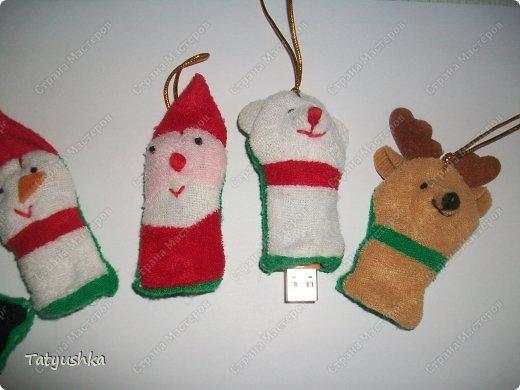 Вот такие чехольчики для постоянно теряющихся флешек мы придумали в качестве сувениров-подарков на лотерею в класс дочке. фото 2