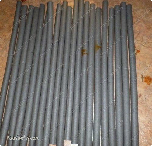 Подушка-коврик сделана из поролоновых трубочек.  Такие трубки используются для утепления водопроводных труб. Продаются в строительных магазинах. Стоят, просто копейки. Вся подушка обошлась в 100 руб.  фото 11