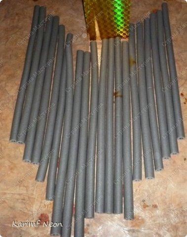 Подушка-коврик сделана из поролоновых трубочек.  Такие трубки используются для утепления водопроводных труб. Продаются в строительных магазинах. Стоят, просто копейки. Вся подушка обошлась в 100 руб.  фото 12