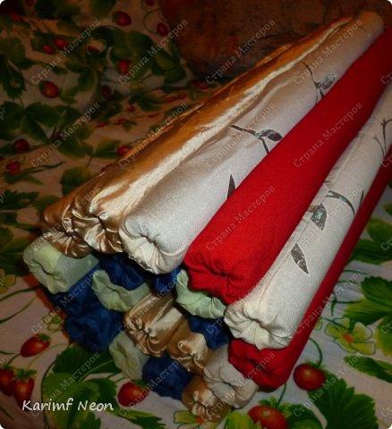 Подушка-коврик сделана из поролоновых трубочек.  Такие трубки используются для утепления водопроводных труб. Продаются в строительных магазинах. Стоят, просто копейки. Вся подушка обошлась в 100 руб.  фото 20