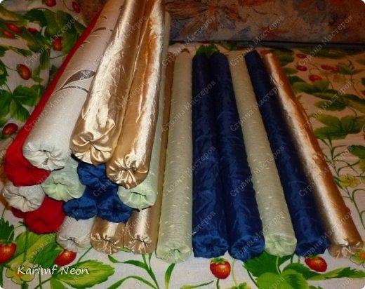 Подушка-коврик сделана из поролоновых трубочек.  Такие трубки используются для утепления водопроводных труб. Продаются в строительных магазинах. Стоят, просто копейки. Вся подушка обошлась в 100 руб.  фото 7