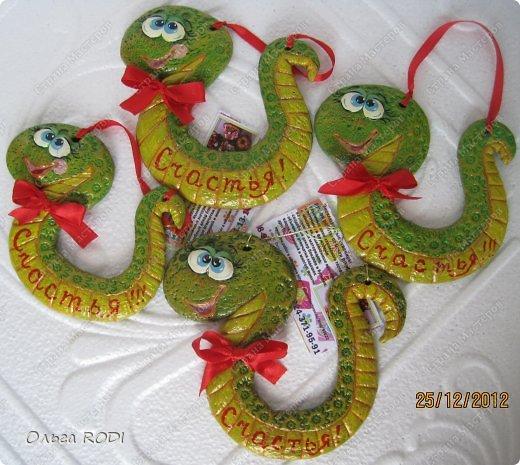 Ещё одна порция новогоднего, с ярмарки и не только, то что не забыла сфоткать... Змейки на изобильных мешочках. Чтобы наступающий год удался во всех смыслах)) фото 6