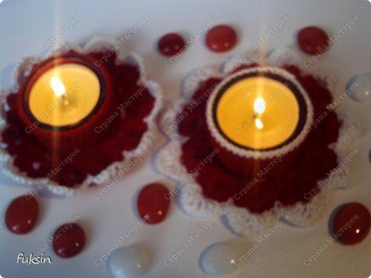 Это две связанные крючком подставки под чайные свечки для декорации стола. Комплект. :)