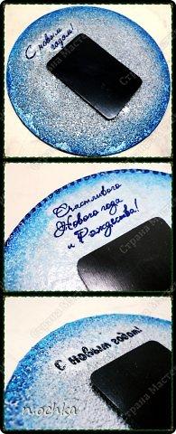 Новый Год уже прошел... хотя нет... по восточному календарю он только наступил! )) Вот решила поделиться новогодними подарками, которые я готовила своим друзьям и родным! Это магниты на холодильник. Основа - CD-диски + декупаж + подрисовки + декор глиттерами, блестками и т.д. фото 2