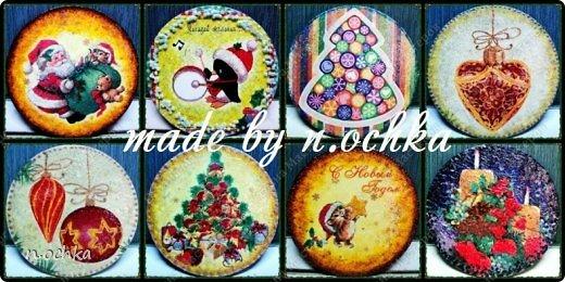 Новый Год уже прошел... хотя нет... по восточному календарю он только наступил! )) Вот решила поделиться новогодними подарками, которые я готовила своим друзьям и родным! Это магниты на холодильник. Основа - CD-диски + декупаж + подрисовки + декор глиттерами, блестками и т.д.