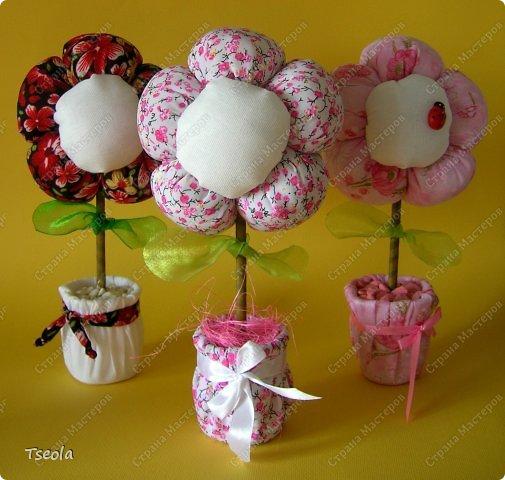 Всем доброго времени суток! Время летит быстро, уже скоро и 8 марта. Все прекрасно знают, как взлетают цены на цветы перед праздником, и мне жалко семейного бюджета на этот красивый, но недолгий букет. нашла фото этих цветочков в Инете, думаю, они станут хорошей альтернативой настоящим цветам, ведь в них будет теплота ваших рук. фото 3