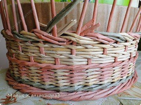 Мастер-класс Поделка изделие Плетение мк трёхцветной косы и пара плетушек Бумага газетная Трубочки бумажные фото 17