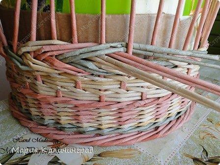 Мастер-класс Поделка изделие Плетение мк трёхцветной косы и пара плетушек Бумага газетная Трубочки бумажные фото 22