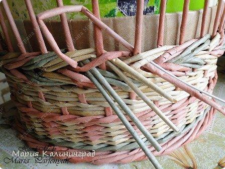 Мастер-класс Поделка изделие Плетение мк трёхцветной косы и пара плетушек Бумага газетная Трубочки бумажные фото 24