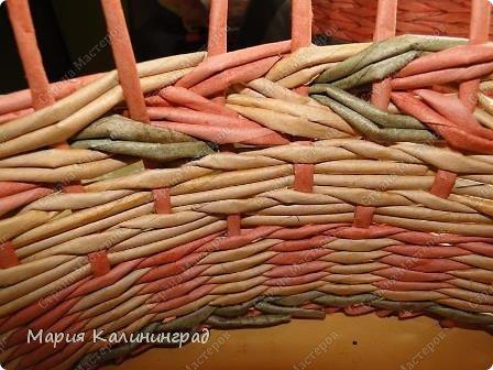 Мастер-класс Поделка изделие Плетение мк трёхцветной косы и пара плетушек Бумага газетная Трубочки бумажные фото 26