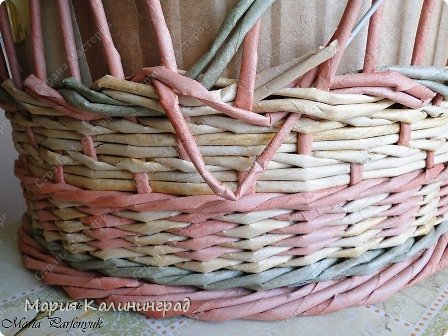 Мастер-класс Поделка изделие Плетение мк трёхцветной косы и пара плетушек Бумага газетная Трубочки бумажные фото 16
