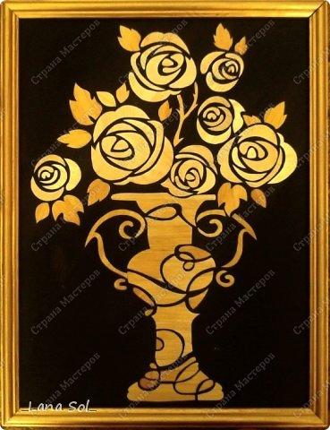 """Доброго времени суток,мои дорогие мастерицы!!!  Сегодня наконец то завершилась работа над новой картиной из соломки """"Розы в подарок"""".Эта одна из работ, которая  будет отправлена на выствку в г.Калугу 25 марта. Размер работы 30х40. Эскиз для нее был найден в Интернете.Работа по времени заняла три дня. Рамочку покрыли золотистой акриловой краской.)))"""