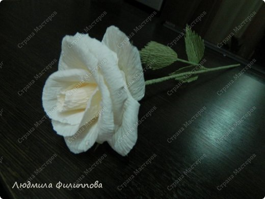 Добрый день дорогие мастерицы! Хочу поделиться с Вами своим способом изготовления роз из гофрированной бумаги. Америку я не открыла, в Стране много подобных МК, но у каждого, в том числе и у меня,  своя технология. Может кому-нибудь пригодится мой МК. фото 58