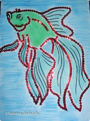 Что-то нам с Анютой  очень нравятся рыбки . А еще у  нашего деда скоро день рождение , по знаку зодиака он рыбка . Потом одну из наших рыбок подарим как открытку . фото 1