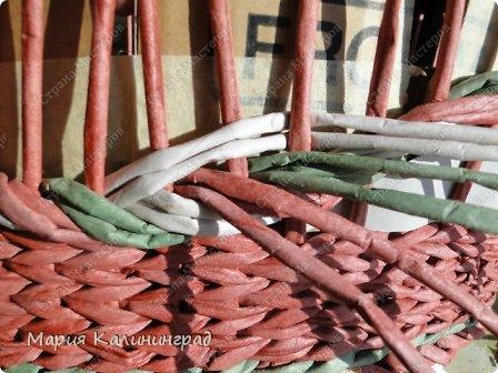 Мастер-класс Поделка изделие Плетение мк трёхцветной косы и пара плетушек Бумага газетная Трубочки бумажные фото 29