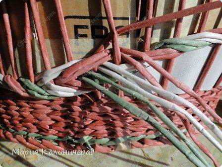 Мастер-класс Поделка изделие Плетение мк трёхцветной косы и пара плетушек Бумага газетная Трубочки бумажные фото 30