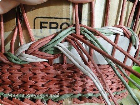 Мастер-класс Поделка изделие Плетение мк трёхцветной косы и пара плетушек Бумага газетная Трубочки бумажные фото 31