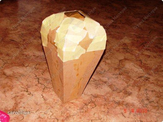 No hace mucho expuse un jarrón hecho de papel maché, recibí muchas palabras agradables, ¡y muchas gracias a todos!  A cualquier amante le gusta decorar el interior de su apartamento, ¡la opción más barata es construir una obra maestra con medios improvisados hermosa y económicamente!  Así que hoy hice un jarrón en la técnica de papel maché, pero solo en mi trabajo usé cartón corrugado.  foto 3