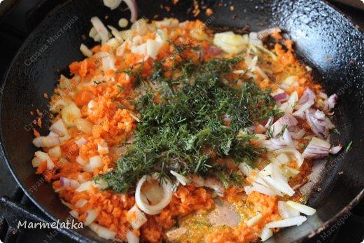 - 150-200 гр. крабовых палочек - 1 лук - 1 морковь - 1 яйцо  - панировочные сухари(мука), соль, перец, растительное масло. фото 3