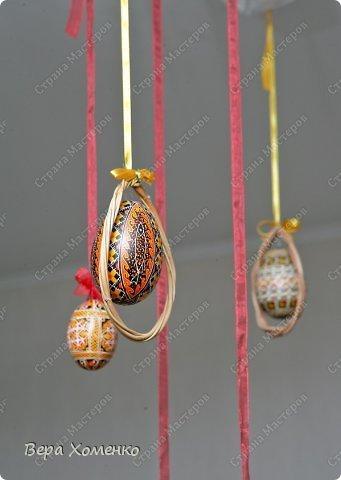 Такую рамку из лозы можно использовать для оформления одиночного декорированного яйца. фото 9