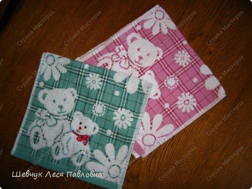Здравствуйте!Моя мама подарила моей дочке маленькие полотенечка на день рождение.Как только я их увидела,у меня созрел план как их превратить в подушечки-игрушечки.И вот что получилось. фото 2