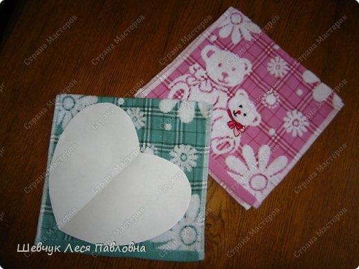 Здравствуйте!Моя мама подарила моей дочке маленькие полотенечка на день рождение.Как только я их увидела,у меня созрел план как их превратить в подушечки-игрушечки.И вот что получилось. фото 3
