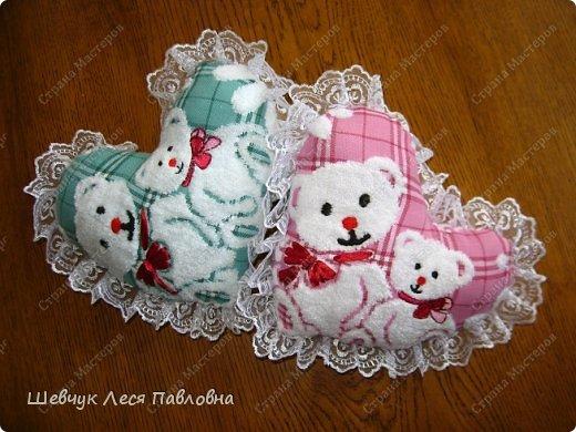 Здравствуйте!Моя мама подарила моей дочке маленькие полотенечка на день рождение.Как только я их увидела,у меня созрел план как их превратить в подушечки-игрушечки.И вот что получилось. фото 1