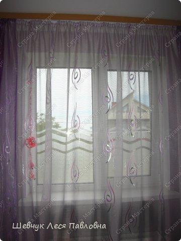 Привет Всем!!!Хочу поделиться как я оформила окна в доме.Окон много и для экономии денег и времени я придумала их оформить так креативно.Поверьте очень класный способ не только экономить деньги и время,но и силы и здоровье всей семьи.Пыль не садится на шторы,потому что их нет.Я знаю как хозяйкам тяжело каждый год ,а может и несколько раз в год стирать шторы.Примите! Это: красиво,удобно,креативно,просто,не дорого. фото 10