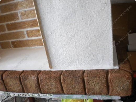 Очень давно видела как делают из пенопласта декор предметов. И теперь пригодились эти знания в оформлении подиума для камина из картона. И так не большой фото отчёт - для большой работы! :-) фото 16