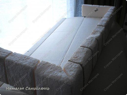 Очень давно видела как делают из пенопласта декор предметов. И теперь пригодились эти знания в оформлении подиума для камина из картона. И так не большой фото отчёт - для большой работы! :-)  фото 11