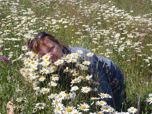Картина участвовала в летнем конкурсе https://stranamasterov.ru/node/584950?c=favorite_675 Для меня лето - это россыпь ромашек и душистая земляника в неиссякаемом количестве. фото 2