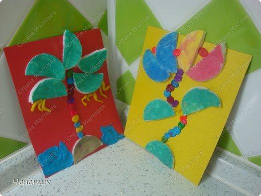 Вот такие работы получились у дочурки. Я немного помогала, показывала куда листья пальмы клеить))). А цветок (это так задумано))). фото 1