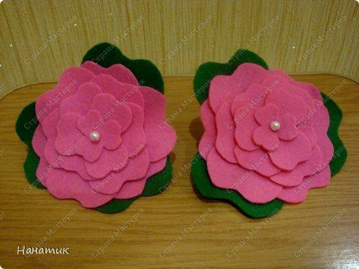 Доброй ночи! Для дочурки сшила вот такие цветы, пришила к резиночкам. Украшение готово. Делать их очень просто и быстро. Если интересно -вот шаблон цветка   http://detpodelki.ucoz.ru/_pu/3/61365648.jpg Спасибо, что заглянули!!!